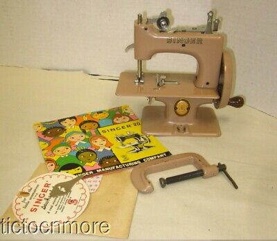 VINTAGE BRITISH SINGER SEWHANDY No 20 TABLE TOP CHILDS SEWING MACHINE 29962