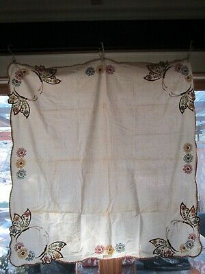Vintage Hand Embroidered Table Cloth w/Matching Napkins~VG~1950's~