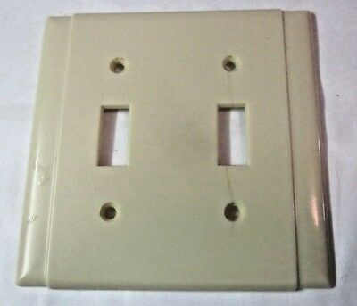 Beco 2 Gang Switch Plate Wall Cover Ivory Bakelite Ribbed Vertical Lines Vintage