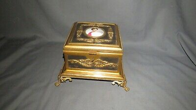 A SUPERB 19th CENTURY FRENCH GILT JEWELLERY CASKET