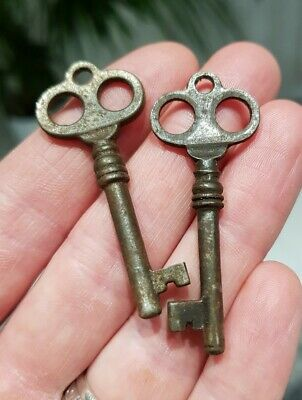 Pair of Ornate Fancy Bow Old Antique Vintage Keys Box Key Charms Pendants Small