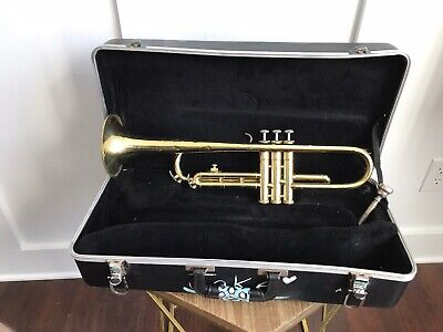 Bach USA 1530 Bb Trumpet with Case + Bach 7C Mouthpiece.  Good Student Horn