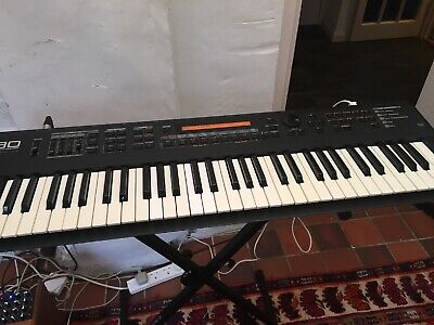 ROLAND XP30: With Session, Techno and orchestral expansions, great condition