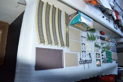 a large amount of oo/ho model railway layout scenery materials  (q8)