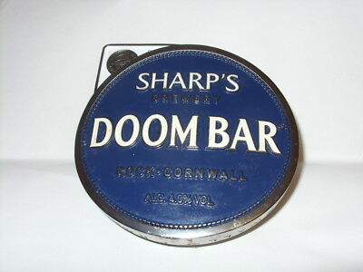 SHARPS DOOMBAR BREWERY CORNWALL QUALITY ASSURED WOODEN PLAQUE /& METAL PUMP BADGE