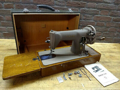 Singer 15M handcrank sewing machine, crinkle finish made in Italy, case, works