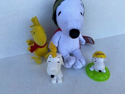 Lot of 4 Snoopy, Woodstock  Plush and Snoopy PVC