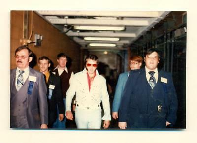 c1970s Snapshot ELVIS PRESLEY Impersonater w BODY GUARDS AT RAY STEVENS CONCERT