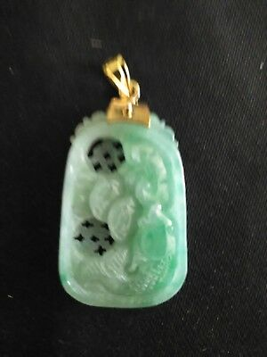 Apple green Chinese natural jade carved pendant 14 K Bale Circa 1945 to 1960