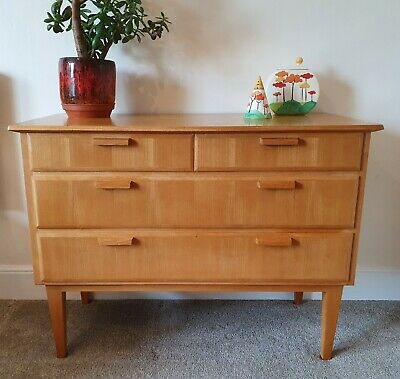 Retro Mid Century chest of drawers 4 drawers in light Oak DANISH g plan era