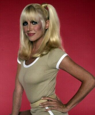 Suzanne Somers With Her Hand On Her Waist 8x10 Picture Celebrity Print