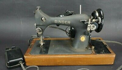 Vintage Singer 128-23 Sewing Machine with Bentwood Case