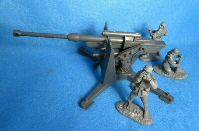 Classic Toy Soldiers WWII GERMAN 88MM Cannon w/ 3 Man Crew