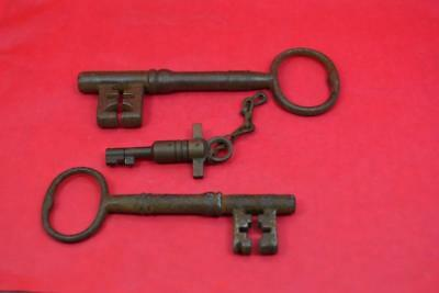 antique 19 c iron keys x 2  + 1 unusual brass key ratchet movable ward and pin