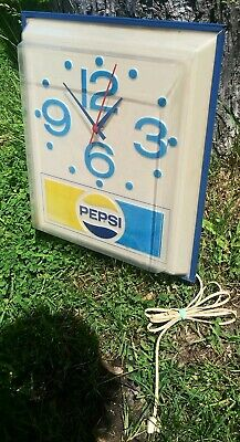 Vintage Pepsi Cola Clock Soda Pop Advertising Wall Light Up Sign Used