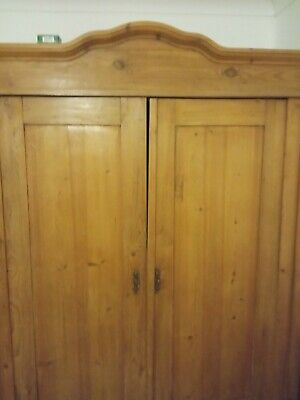Dutch-top Pine Wardrobe
