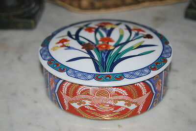 Nice Vintage Flower And Imari Work Decorated Round Porcelain Table Cabinet Box