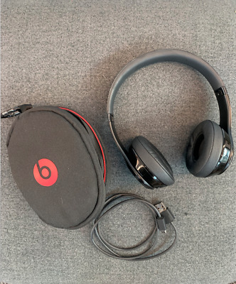 Beats by Dr. Dre Solo3 Wireless Over the Ear Headphones - Gloss Black