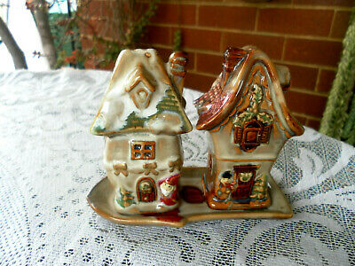 APPROX 1960's VINTAGE RARE XMAS CHRISTMAS POTTERY SALT & PEPPER SHAKERS & TRAY
