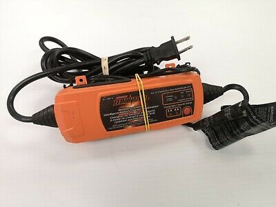 (N06878) Motomaster Battery Charger