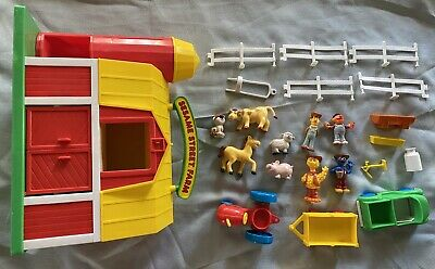 1990 Illco Sesame Street Farm Playset Barn Character Figures Animals