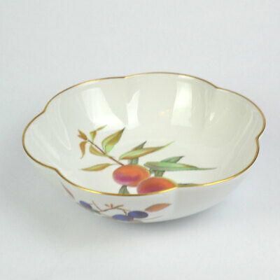 Royal Worcester Evesham Gold Large Scalloped Serving Bowl - Peaches