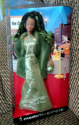 2003 Barbie Modern Circle Simone Make-Up Artist Nrfb!