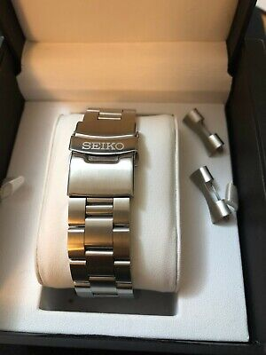 SEIKO SOLID STAINLESS STEEL WATCH STRAP/BAND WITH CURVED END LUGS 22mm BARGAIN!