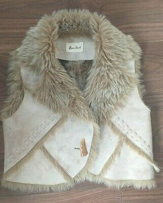 Girls River Island Beige Cream  Faux Fur & Faux Suede Toggle Gilet Age 8 Yrs