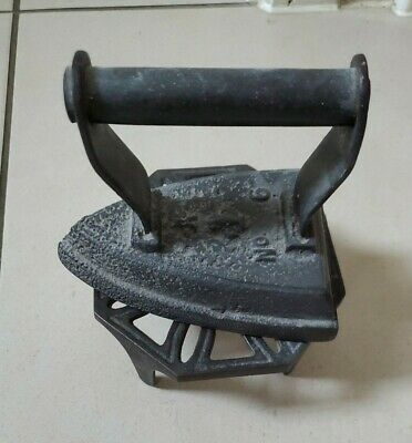 antique/vintage    Cast  Iron   Flat Iron   GA No 6 With Stand