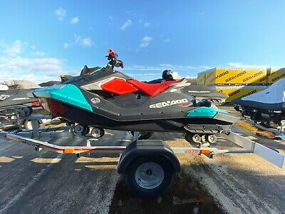 2018 Seadoo Spark Trixx 2up 90hp 37hrs Use -Trailer - Cover - 8 months Warranty!