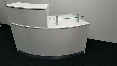 White Reception Desk Curved Office Desk Reception Counter Stand Glass Shelf