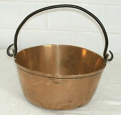 Antique Victorian English Brass Pan With Folding Iron Handle In Good Condition