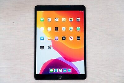 Apple iPad Air (3rd Gen) 256GB, Wi-Fi, Space Gray. HAIRLINE FRACTURE IN SCREEN.