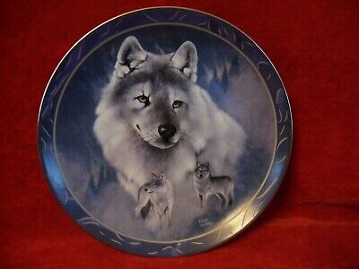 """Beautiful Limited Edition Plate """"Silver Scout"""" Wolves by Bradford Exchange"""