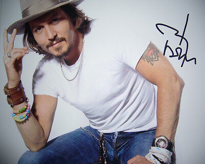 *** JOHNNY DEPP *** Autographed Glossy 8x10 RP