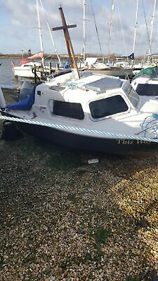 fast fishing boat .40 hp outboard .fishfinder.lifejackets .all running