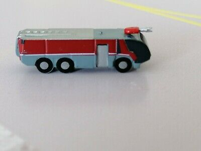 Airport Accessories/GSE 1/500 X4 Fire trucks by Herpa.BRAND NEW