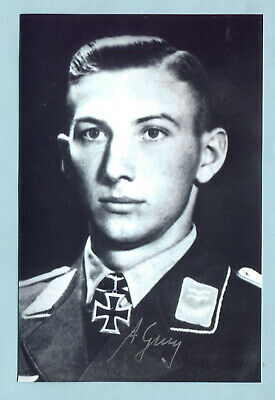 Luft Fsch-Jäg Knights Cross Signed photo - Genz