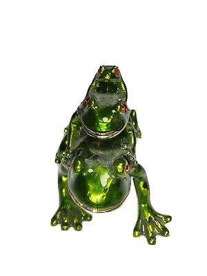 Frog with babies Hinged Trinket Box Green Magnetic Seal