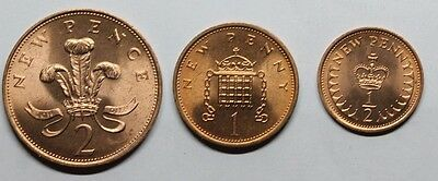 QE11- 3 MINT Decimal  coins - 1971 Two Pence:1974 One Penny:1974 Half Penny
