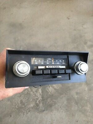 Ford Vintage AM/FM Radio W/Face plate and Knobs