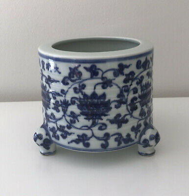 Vintage Chinese Blue and White Porcelain Planter Jardiniere Cachepot Cache Pot