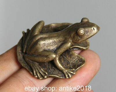 5CM Old Chinese Bronze Copper Feng Shui Animal Frog Leaf Statue Sculpture