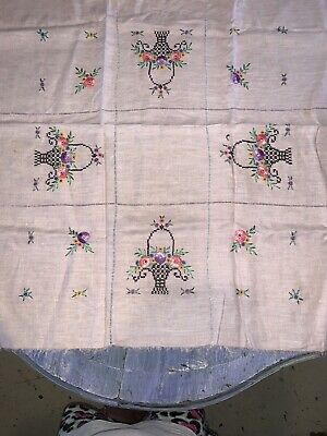 BEAUTIFUL Pink VINTAGE HAND EMBROIDERED TABLECLOTH ~ WILD FLOWER Flowers ROSES