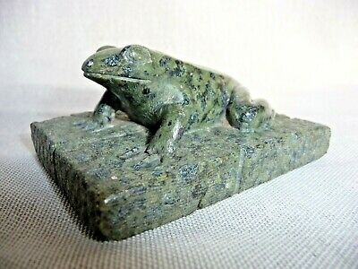 Vintage Oriental Carved Green Soapstone Frog Toad on Plinth Collectable