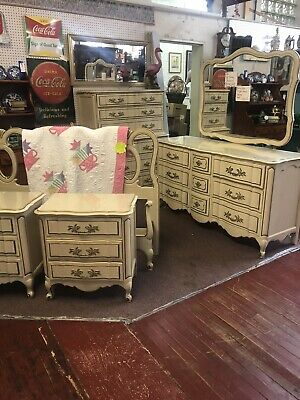 Nice 5 Piece 1974 French provential Bedroom Suite
