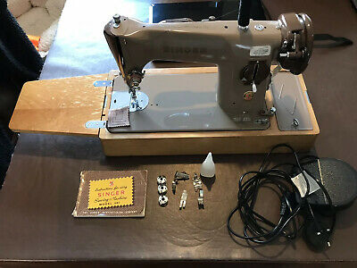 Vintage Singer 201K   Electric Sewing Machine with Case, Manual & Accessories