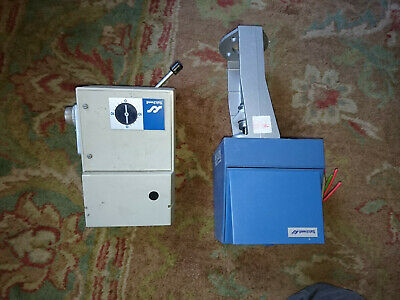 2x Satchwell Actuators Motorised - ALX 1201 / ARM 1601 Valve / Rotary Electric