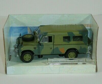 Land Rover Series III James Bond 007-1:43 Diecast Model Car DY045